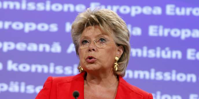 Viviane Reding, la commissaire européenne à la justice, a fait annuler un appel d'offres pour la création d'un média en ligne consacré aux questions européennes.