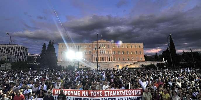 Une partie de la population a manifesté, mercredi 21 septembre, pour protester contre les dernières mesures d'austérité.