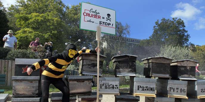 Manifestation d'apiculteurs contre l'insecticide Cruiser à Paris, le 14 septembre 2011.
