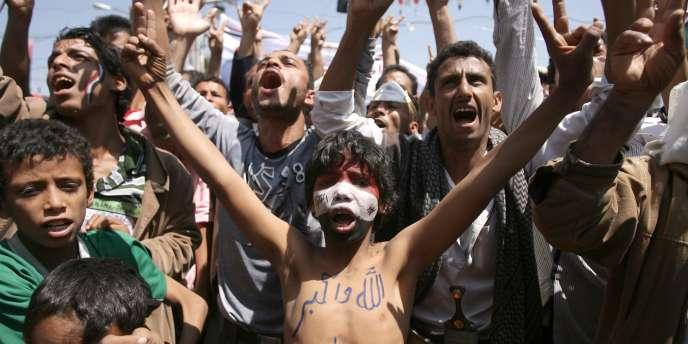De nouvelles flambées de violences entre la Garde républicaine et les protestataires de la place du Changement, à Sanaa, ont fait des dizaines de morts, samedi 24 septembre.