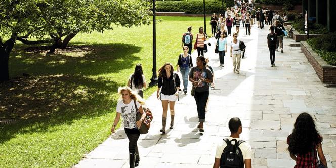 Debora Spar, (à droite) préside  le Barnard College depuis 2008. Cette femme bardée de diplômes (elle a notamment enseigné à la Harvard Business School), est  une véritable icône pour les étudiantes. « Une vraie rock star », s'enthousiasment certaines.photos Brian Finke