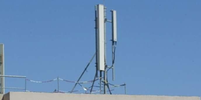 Les habitants de Talea ont investi 100 000 pesos pour se doter d'un équipement radio-informatique, composé d'une antenne fixée sur un toit, d'un émetteur-récepteur GSM et d'un logiciel libre.