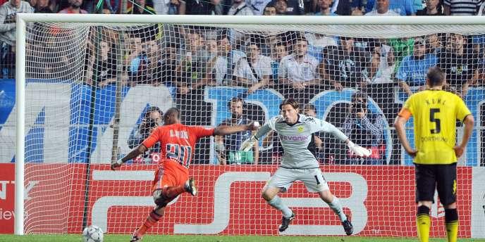 André Ayew trompe Weidenfeller pour le 3-0 en faveur d'un OM en pleine réussite contre un Borussia très décevant. Marseille est en tête du groupe F avec 6 points en 2 matchs.