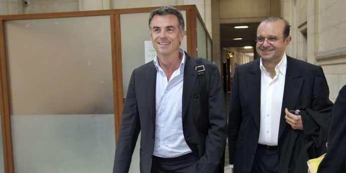 Bruno Gaccio et son avocat Hervé Temine, au Palais de justice de Paris.