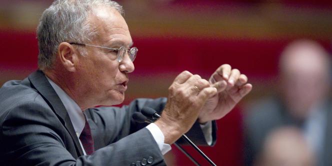 L'élu UMP Gilles Carrez estime que Jean-Marc Ayrault a pris une