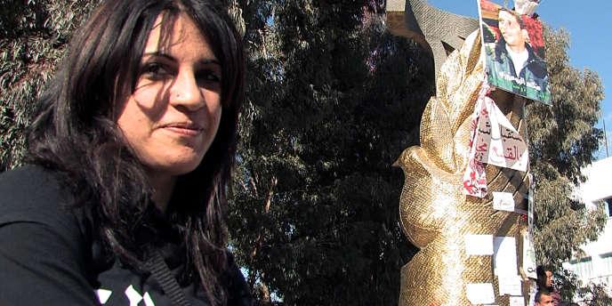 La blogueuse Lina Ben Mhenni, durant le tournage du documentaire