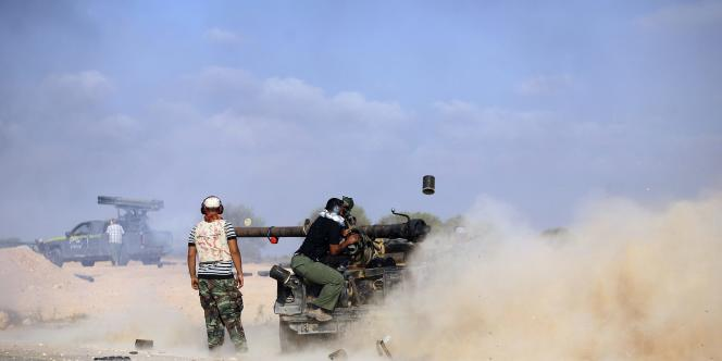 Combattants du CNT aux alentours de Syrte, le 18 septembre 2011.