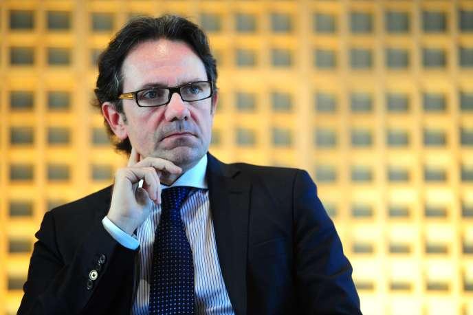 Frédéric Lefebvre, ici en janvier 2001, a déclaré au Monde envisager de voter le plan de M. Valls.