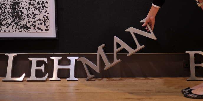 Un logo de la banque Lehman Brothers mis en vente par Christie's à Londres, enseptembre2010.