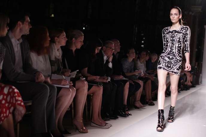 Le défilé de mode est-il un spectacle archaïque ? Ici, le défilé Balmain printemps-été 2012.