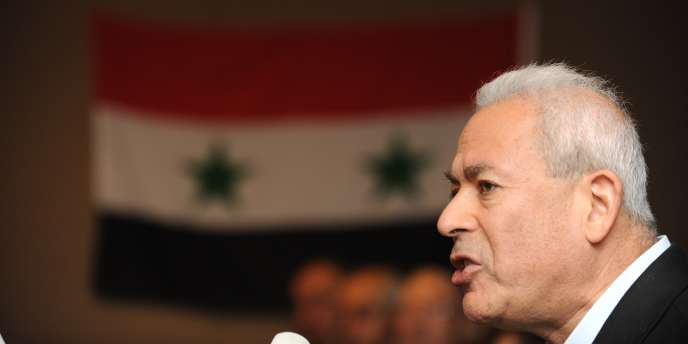 L'opposant Burhan Ghalioune lors d'une conférence de presse à Istanbul.