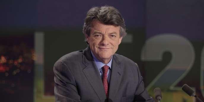 Jean-Louis Borloo sur le plateau de TF1, à Boulogne-Billancourt, le 2 octobre 2011.