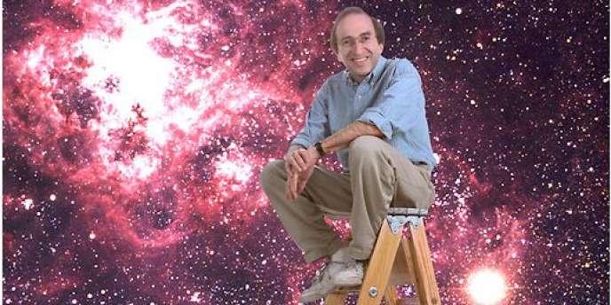 L'astrophysicien américain Saul Perlmutter pose devant la photographie d'une supernova 1987a.