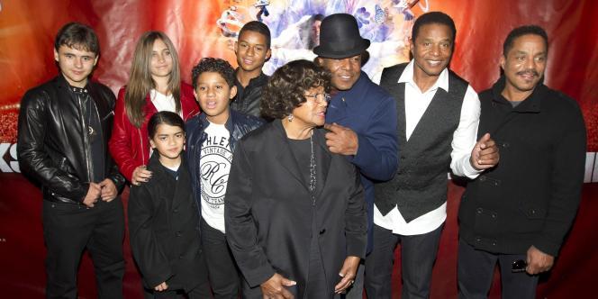 Les trois enfants de Michael Jackson ainsi que les enfants de son frère, sa  mère, et ses frères, sont venus assister au nouveau spectacle, le 2 octobre à Montréal.