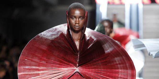 Défilé du styliste indien Manish Arora pour Paco Rabanne, dans le cadre de la Semaine de la mode à Paris, le 4 octobre 2011.