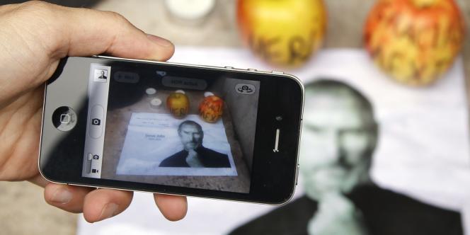 Fonctionnalités, design, marketing.... après la mort de Steve Jobs, mercredi, les internautes du Monde.fr rendent compte de leur expérience avec Apple.