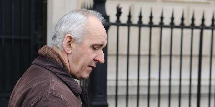 Photo prise le 17 mars 2011 de Dany Leprince, 53 ans, quittant le palais de justice de Paris où la Cour de révision étudiait sa demande d'annulation de condamnation.