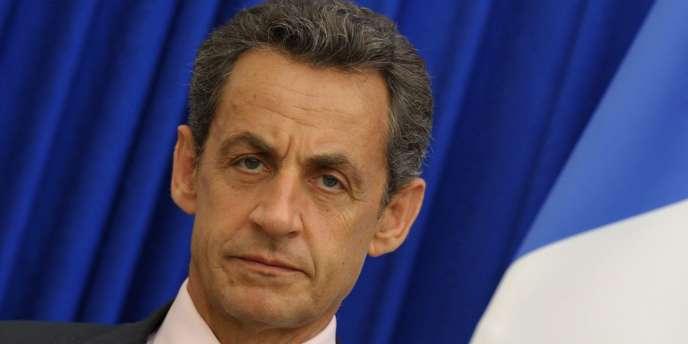 Désormais, tous les mardis, en début de soirée, à l'Elysée, le président de la République prévoit de réunir une sorte de