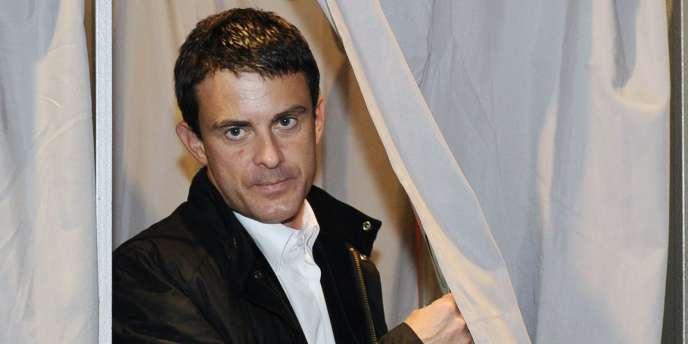 Manuel Valls, lors du premier tour de la primaire socialiste, à Evry, en octobre 2011.