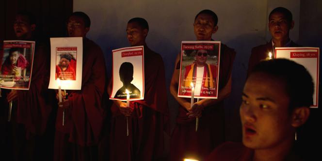 Une cérémonie à la mémoire des moines tibétains qui se sont immolés par le feu à Dharmsala (Inde), le 8 octobre 2011.