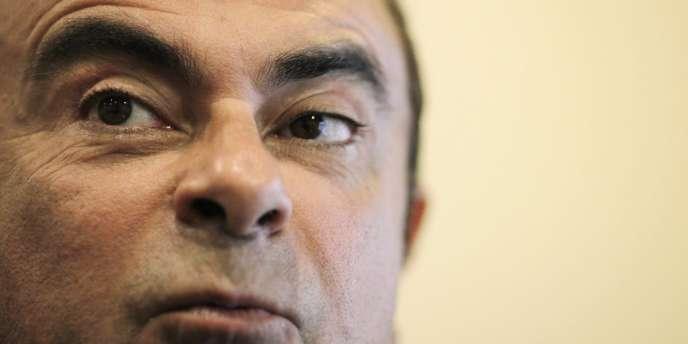 Le PDG de Renault, Carlos Ghosn, a justifié sa décision de renoncer provisoirement à 30% de la part variable de son salaire, en échange d'un accord de compétivité en France, par sa volonté de