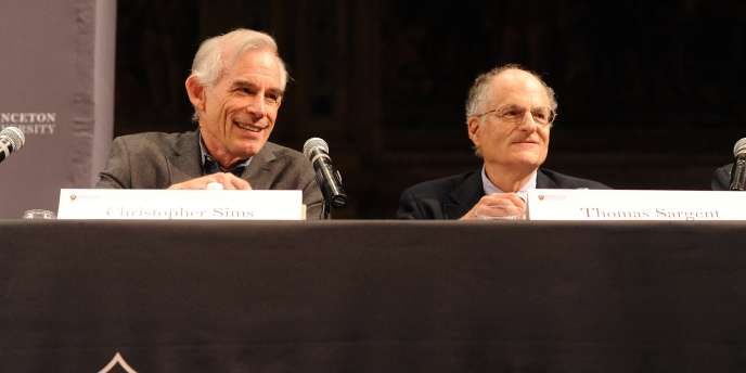 Les prix Nobel d'économie 2013, Christopher Sims et Thomas Sargent, à l'université de Princeton, dans l'Etat du New Jersey aux Etats-Unis, le 11 octobre.