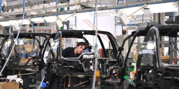 Ligne d'assemblage de la voiture électrique du constructeur Mia dans l'usine de Cerizay (Deux-Sèvres).