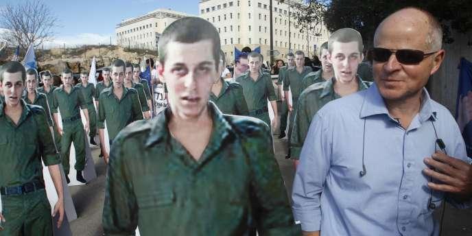 Noam Shalit lors d'une manifestation pour réclamer la libération de son fils, le militaire franco-israélien Gilad Shalit, à Jérusalem le 21 décembre 2009.