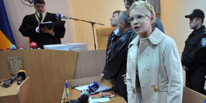 Ioulia Timochenko lors de la lecture du verdict la condamnant à sept ans de prison, le 11 octobre 2011.