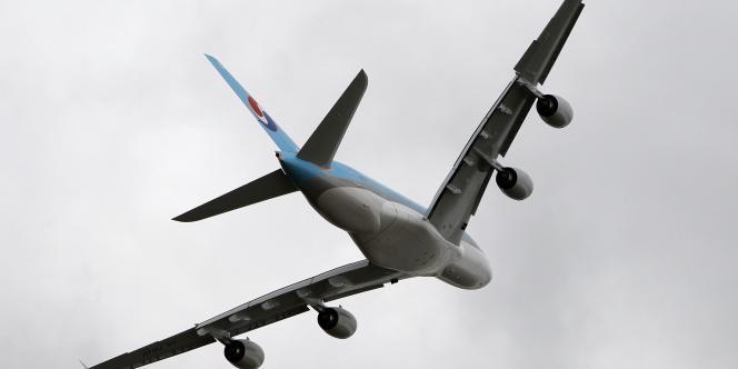 Les exportations ont pâti d'un creux conjoncturel persistant des livraisons aéronautiques et spatiales, faisant pencher la balance commerciale vers un plus bas depuis juin 2012.
