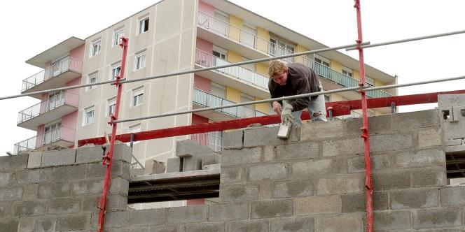 Un chantier de rénovation d'un groupe de logements du quartier de la Haute Folie à Hérouville Saint-Clair (Calvados).