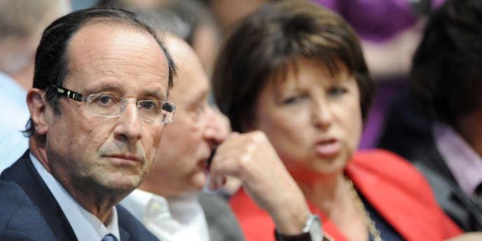 Pendant la primaire socialiste, François Hollande avait oscillé entre l'annonce de la suppression ou de la modification de la loi Hadopi alors que Martine Aubry s'était prononcée pour son abrogation.