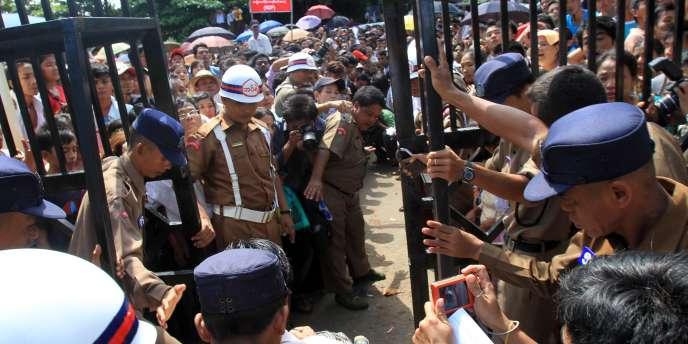 Libération d'un prisonnier de la prison d'Insein, à Rangoun, le 12 octobre 2011.