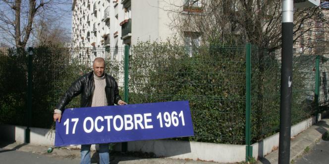 Une plaque en commémoration du 17 octobre 1961 déposée à Gennevilliers en février 2007.