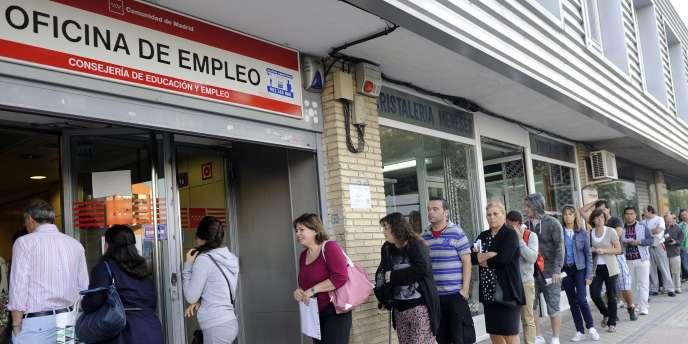L'agence Standard & Poor's qui dégrade la note espagnole a fondé son analyse sur des prévisions de croissance de 1 % en 2012, moins que ce qu'elle prévoyait il y a encore huit mois (1,5 %).