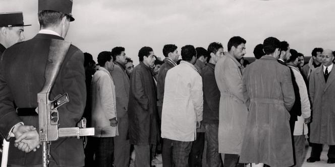 1500 manifestants algériens furent expulsés dans les quarante-huit heures après la manifestations depuis l'aéroport d'Orly vers l'Algérie.
