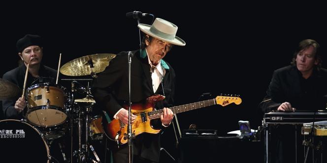 Bob Dylan en concert à Shangai, le 8 avril 2011.