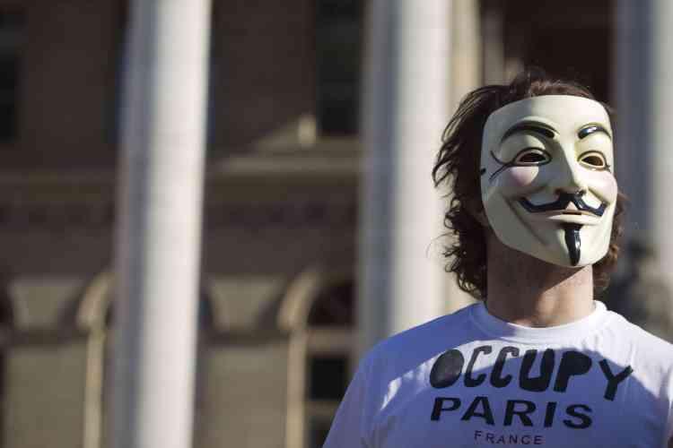 A Paris, les manifestants se sont rassemblés près de la Tour Eiffel.