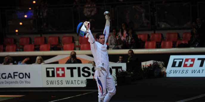 Gauthier Grumier et ses coéquipiers de l'équipe de France ont remporté le titre mondial à l'épée samedi à Catane.