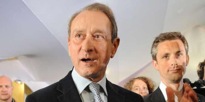 Avec 53 % d'opinions favorables, le maire de Paris a pris la tête du palmarès des personnalités politiques préférées des Français.