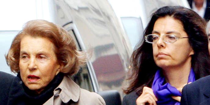 Liliane Bettencourt et sa fille, en juillet 2007 à Paris.
