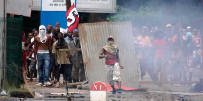 Depuis la 1ère manifestation contre la vie chère du 21 septembre, à l'appel de l'intersyndicale composée de la CGT, CFDT, FO et deux associations de consommateurs, les rues de Mamoudzou, puis désormais de toute l'île sont paralysées