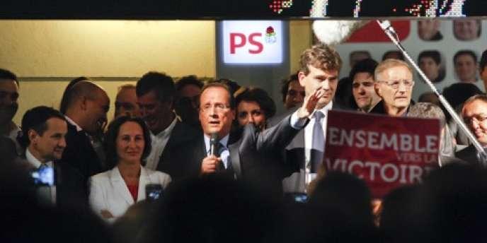 François Hollande, au siège du Parti socialiste, dimanche 16 octobre 2011.