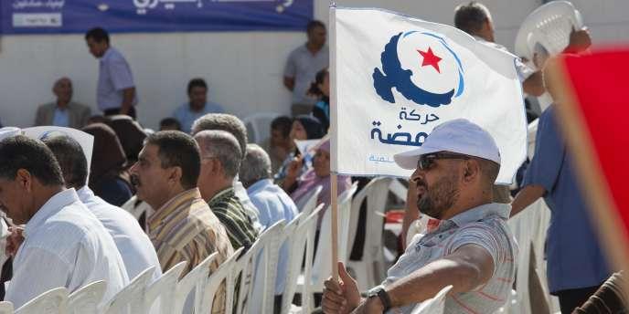 Meeting de Ennahda à la cité populaire de Erriadh à  Sousse avec le secrétaire général et tête de liste du parti Hamadi Jebali.
