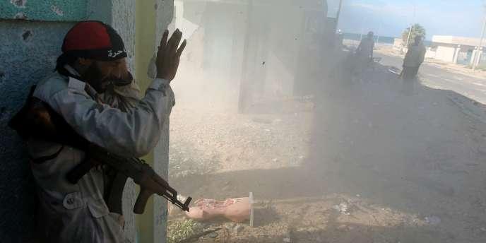 A Bani Walid, comme à Syrte, les forces du CNT se livrent à une véritable bataille de rues.