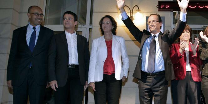François Hollande devant le siège du Parti socialiste, le 16 octobre 2011, le soir de sa désignation lors de la primaire socialiste.