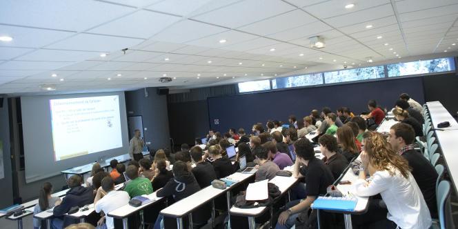 L'Ensimag (Ecole nationale supérieure d'informatique et de mathématiques appliquées) est une grande école universitaire membre de Grenoble INP.
