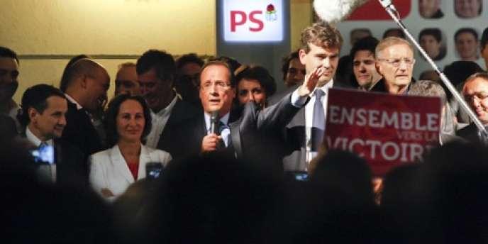 François Hollande, rue de Solférino, dimanche 16 octobre 2011.