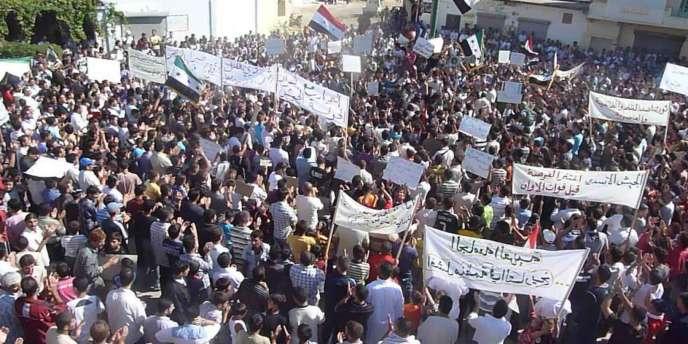 Manifestation hostile à Bachar Al-Assad, le 14 octobre à Hula, près de Homs.