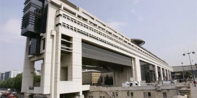 A une semaine de l'examen du texte à l'Assemblée nationale, le 12 février, les grandes manœuvres sont engagées entre le ministère des finances et les députés du groupe socialiste.